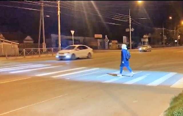 Первый «умный» пешеходный переход был установлен в Великом Новгороде ещё в апреле 2020 года.
