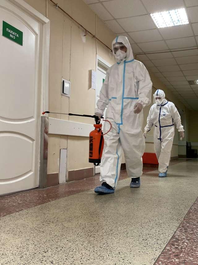 Медики соскучились по обыкновенным белым халатам.