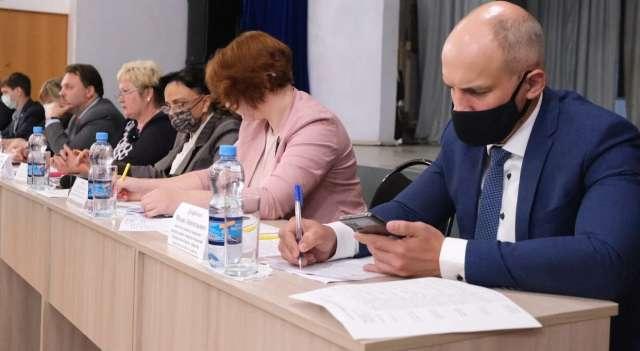 Представители правительства на встречах с населением узнают о проблемах, которые прежде не рассматривали.