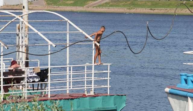 Штраф за купание в запрещённом месте составляет 500—1000 рублей. Такой суммой вряд ли испугаешь.