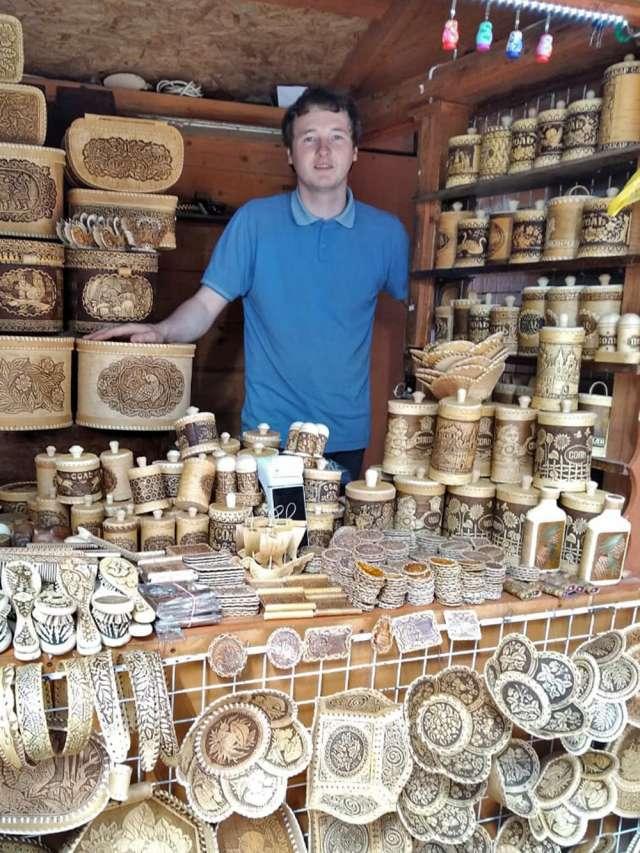 Лавров уверен, что любой турист отличит штучный товар от бездушного конвейера.