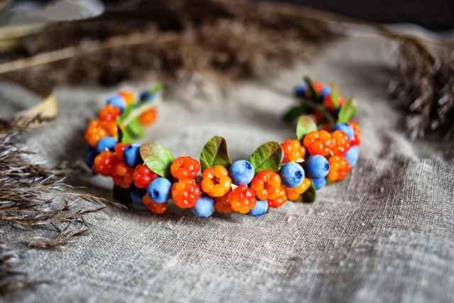 Скатав сотню ягод, мастерица запоминает все особенности растения.