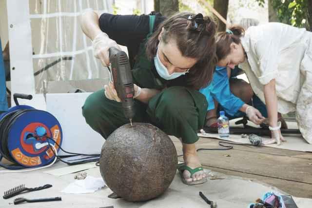 Реставратор — профессия редкая. И, кажется, женская.