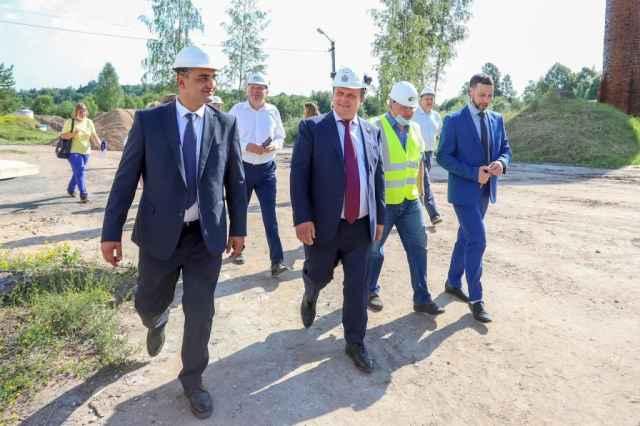 Губернатор отметил высокую организацию процесса строительства объектов в Сольцах.
