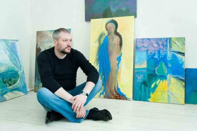 В творческой жизни Максима Смоляра есть место металлу, стеклу, фарфору и живописи.