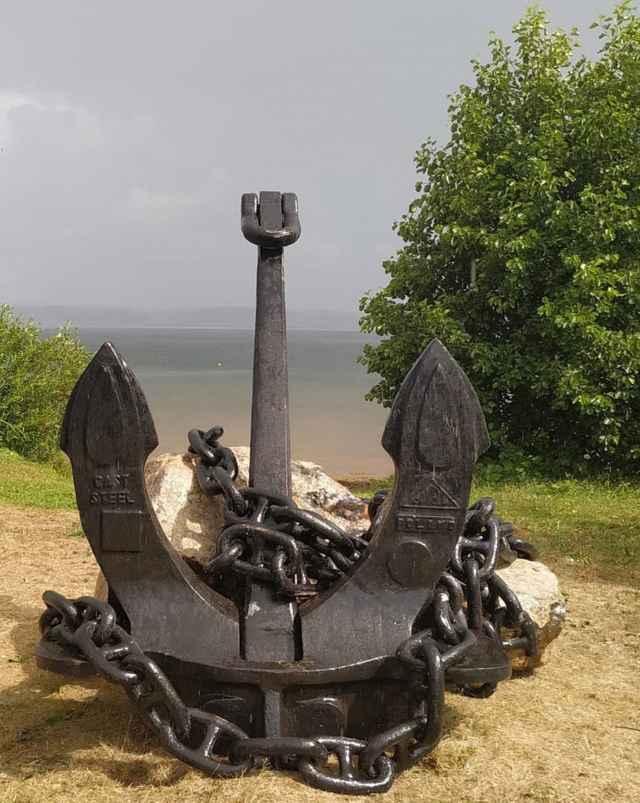Памятный комплекс из камня и якоря дополнит огромный валун весом в 8—10 тонн.