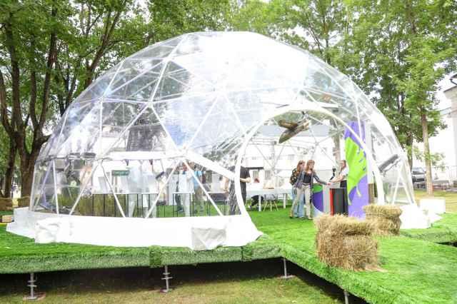 На выставке под прозрачным куполом можно было познакомиться с  инновационными разработками будущего.