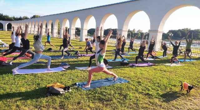 Каждый желающий может бесплатно присоединиться к занятиям на свежем воздухе.
