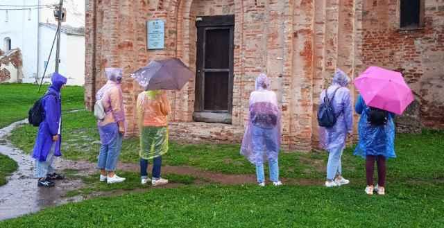 Первый спектакль проекта «Слушай Новгород» предлагает гостям совершить прогулку в компании самого Времени. Время задаст темп, создаст настроение, придумает или повторит истории, будет управлять своими слушателями.