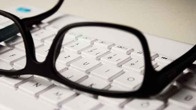 Как школьникам не потерять зрение во время учёбы?