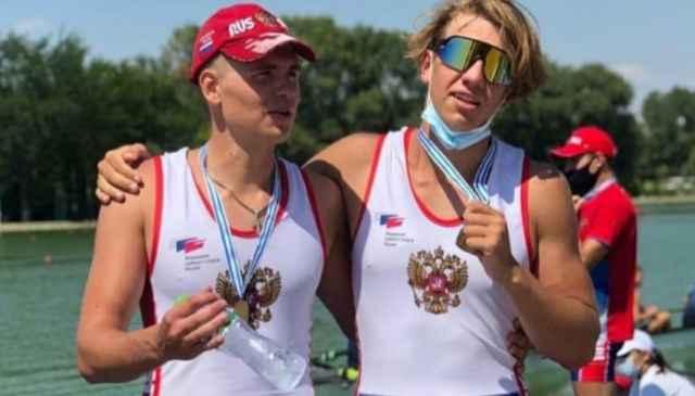Саша и Лёва умеют отлично выступать не только в составе восьмёрки с рулевым, но и в двойке.