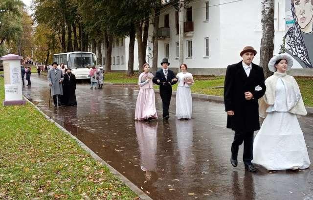 Редкая удача — прогуляться одновременно по улице ХХI и ХIХ веков.