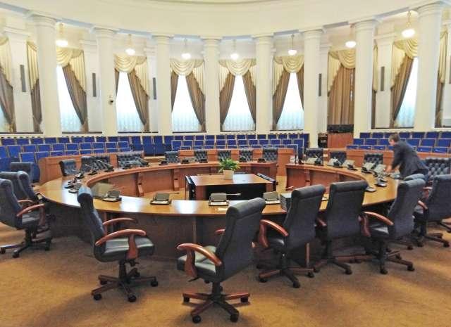 Вновь избранные депутаты займут свои кресла в среду, 6 октября.