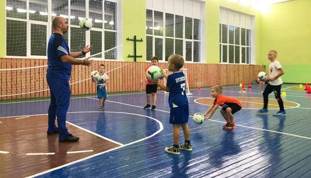 Самое важное, по мнению Кирилла Митина, чтобы воспитанник чувствовал себя уверенно на тренировке.