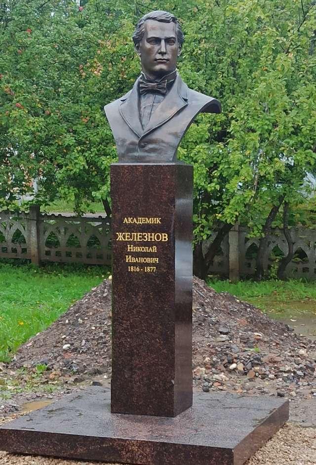 Похоронен был академик Железнов в усадьбе Матвейково.