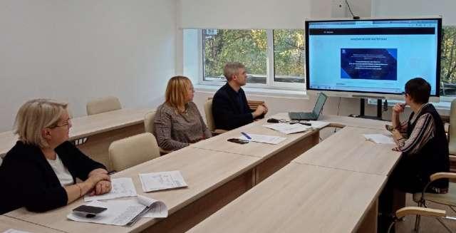 Тьюторы Центра непрерывного повышения профмастерства разрабатывают программы индивидуальной помощи учителям.