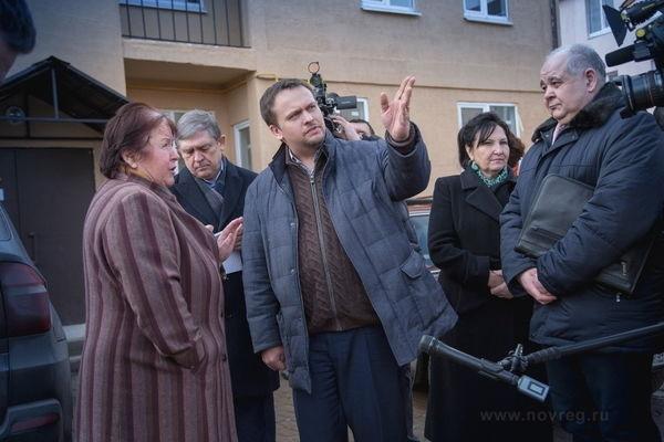 Врио губернатора — на встрече в Старой Руссе с переселенцами из аварийного жилья