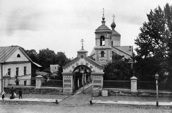 Церковь Климента, вид с запада. Пересъёмка фотографии начала XX века из собрания Новгородского музея-заповедника