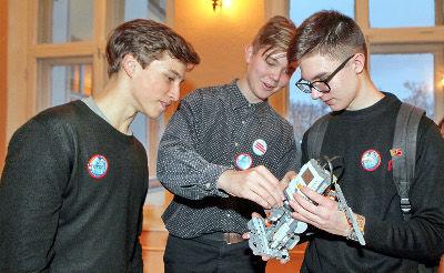 В 2018 году сертификаты на бесплатные занятия в кружках получат 10% учащихся учреждений дополнительного образования из 15 районов области и Великого Новгорода