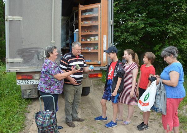 Автомагазин Александра Яковлева обеспечивает жителей более 70 деревень товарами первой необходимости
