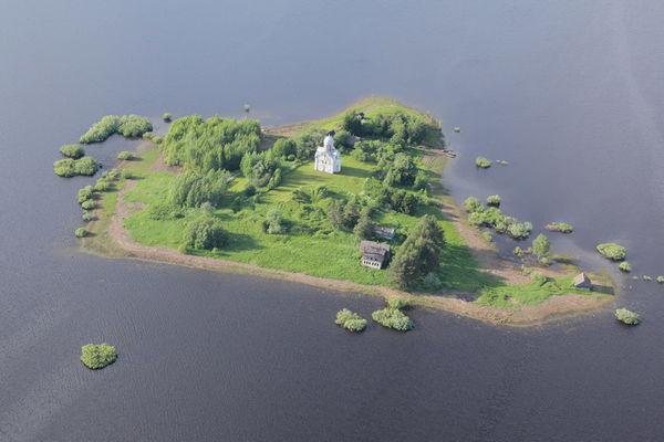 Весной остров Липно превращается в островок