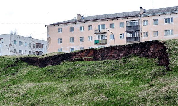 Вид на новгородские укрепления со стороны улицы Обороны