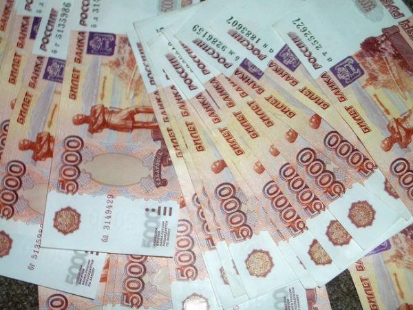 «Мы ожидаем поступления выделенных средств в сентябре. Деньги будут направлены на ремонт асфальтобетонного покрытия региональных дорог», – отметил министр транспорта и дорожного хозяйства области Станислав Шульцев.