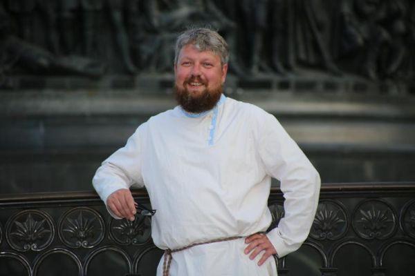Ни среднего специального, ни высшего образования у Качкаев нет. Образование, по его признанию, ему помогли получить библиотека и чтение книг