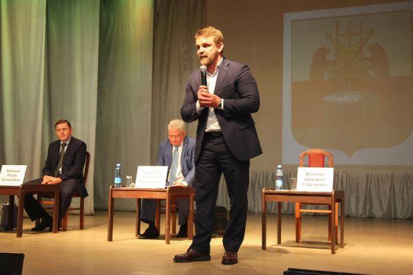 Дмитрий Игнатов на дебатах кандидатов на пост главы Старорусского района