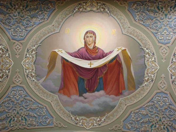 На Руси церкви в честь Покрова Божией Матери стали строить в XII веке.