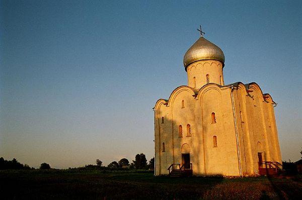 Красота новгородских древностей, удаленность от города и легкий экстрим, который дарит осенний сезон, позволят участникам ночного фототура увидеть многовековые пейзажи в непривычном ракурсе.