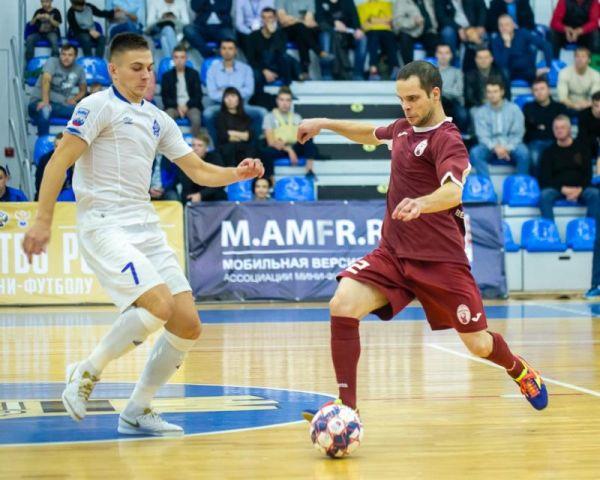 От новгородских футболистов ждут перемен