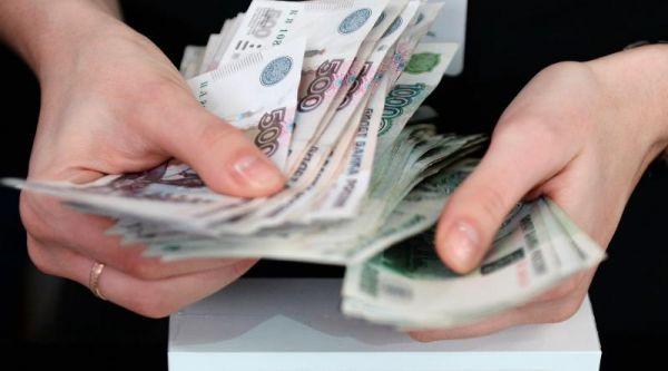 На повышение зарплат бюджетникам регионам выделят дополнительные 100 млн рублей.