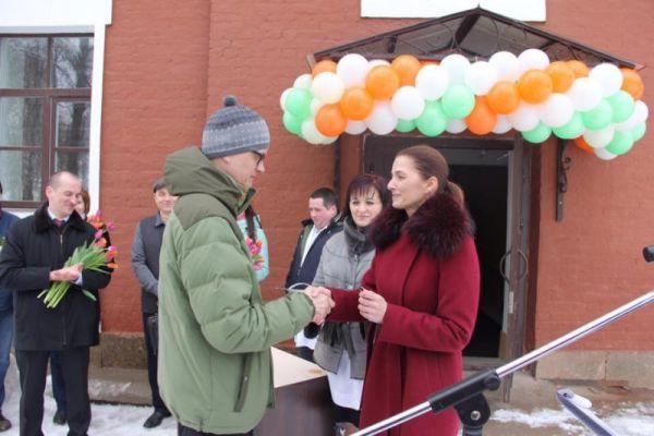 Ключи от квартир медикам вручили министр здравоохранения области Антонина Саволюк и и. о. главного врача НОКБ Илья Кяльвияйнен.