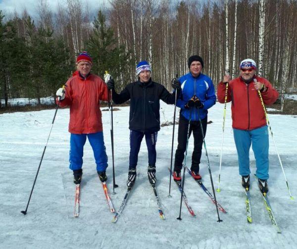 Благодаря президентскому гранту лыжный клуб закупил новое оборудование для проведения лыжных гонок, аналогов которого в Новгородской области нет. Теперь каждый спортсмен, заявившийся на соревнования, отправляется в путь со специальным чипом.