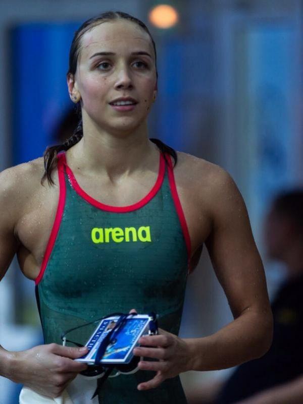 Решающим фактором для руководства национальной команды при выборе в пользу новгородки явились результаты её выступления на последнем чемпионате России, где на 50-метровке на спине она стала пятой, а на сотке показала седьмой результат.