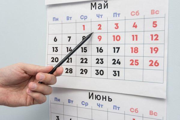 Россияне отдыхают не больше, чем в других странах. Согласно Трудовому кодексу РФ у нас 12 праздничных дней. В среднем столько же праздничных дней во многих европейских странах.
