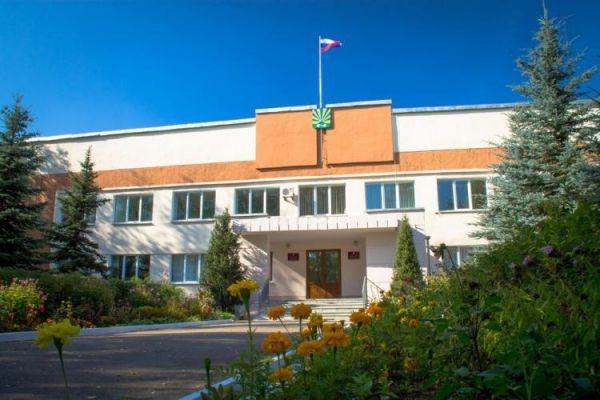Юрий Везенберг, являющийся первым заместителем главы района, исполнял обязанности руководителя муниципалитета с 10 января, после того, как в отставку подал Сергей Кузьмин.