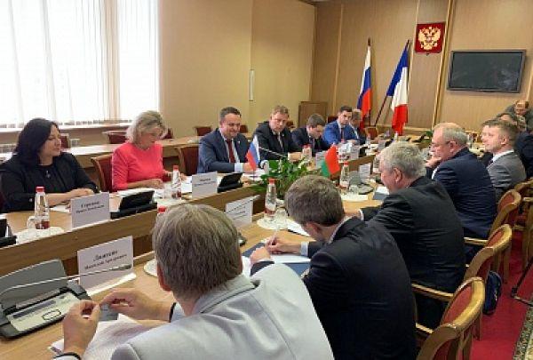 Андрей Никитин провел встречу с Владимиром Семашко, чрезвычайным и полномочным послом Беларуси в РФ.