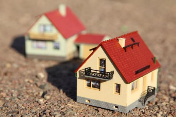 До 1 марта 2021 года в упрощенном порядке можно будет зарегистрировать жилые дома и строения на участках для ведения садоводства.
