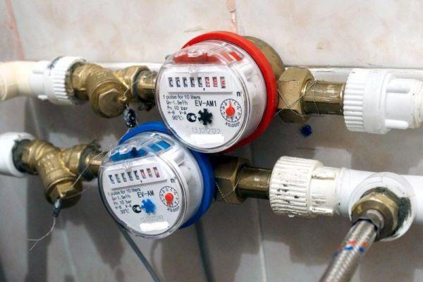 Закон, дающий право жильцам ветхих и аварийных многоквартирных домов, не ставить счётчики на воду и электричество вступит в силу с 6 августа.