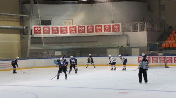 Хозяева льда сыграли с петербуржцами вничью 2:2.