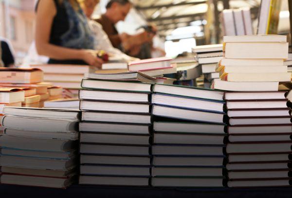 Прокуратура провела «горячую линию» по теме обеспечения школьников учебной литературой.