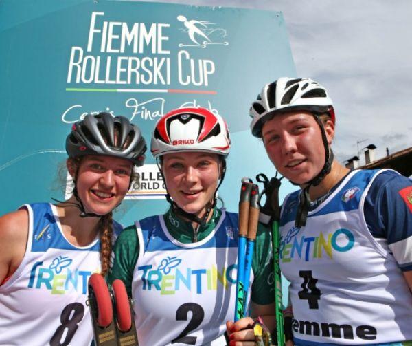 На фото Полина Большакова — крайняя справа.