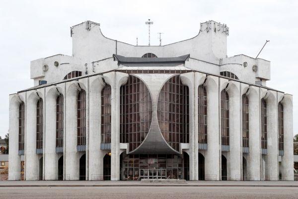 На воркшопе в Великом Новгороде обсудят пути развития творческого пространства драмтеатра.