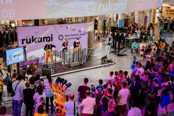 На фестивале в Великом Новгороде все желающие смогут увидеть научные эксперименты, выставки, попробовать себя в изобретательстве