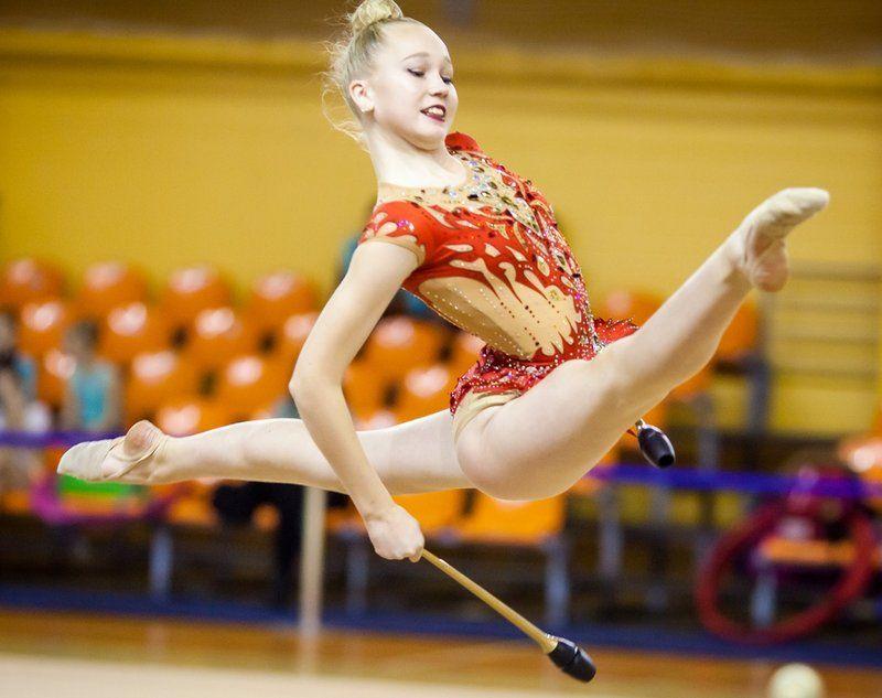Воспитанницы спортшколы «Манеж» завоевали на соревнованиях 10 медалей.