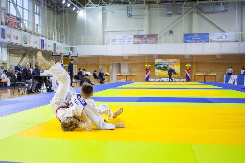 В турнире примут участие около 300 спортсменов из 10 регионов России.