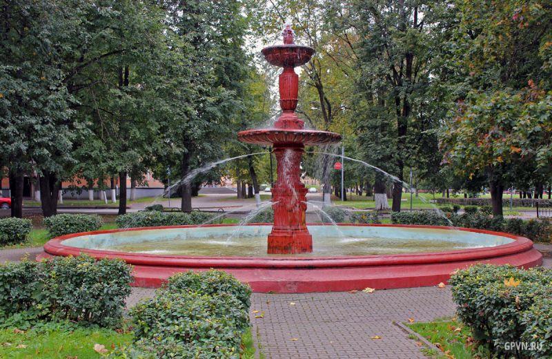 Свои имена получили четыре сквера на Софийской стороне и два в Западном районе. На фото сквер У старого фонтана.
