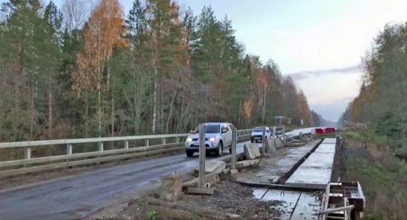 Мост через Шегринку начали ремонтировать еще в 2017 году, но прежний подрядчик работу не завершил, бросив объект на ранней стадии ремонта.